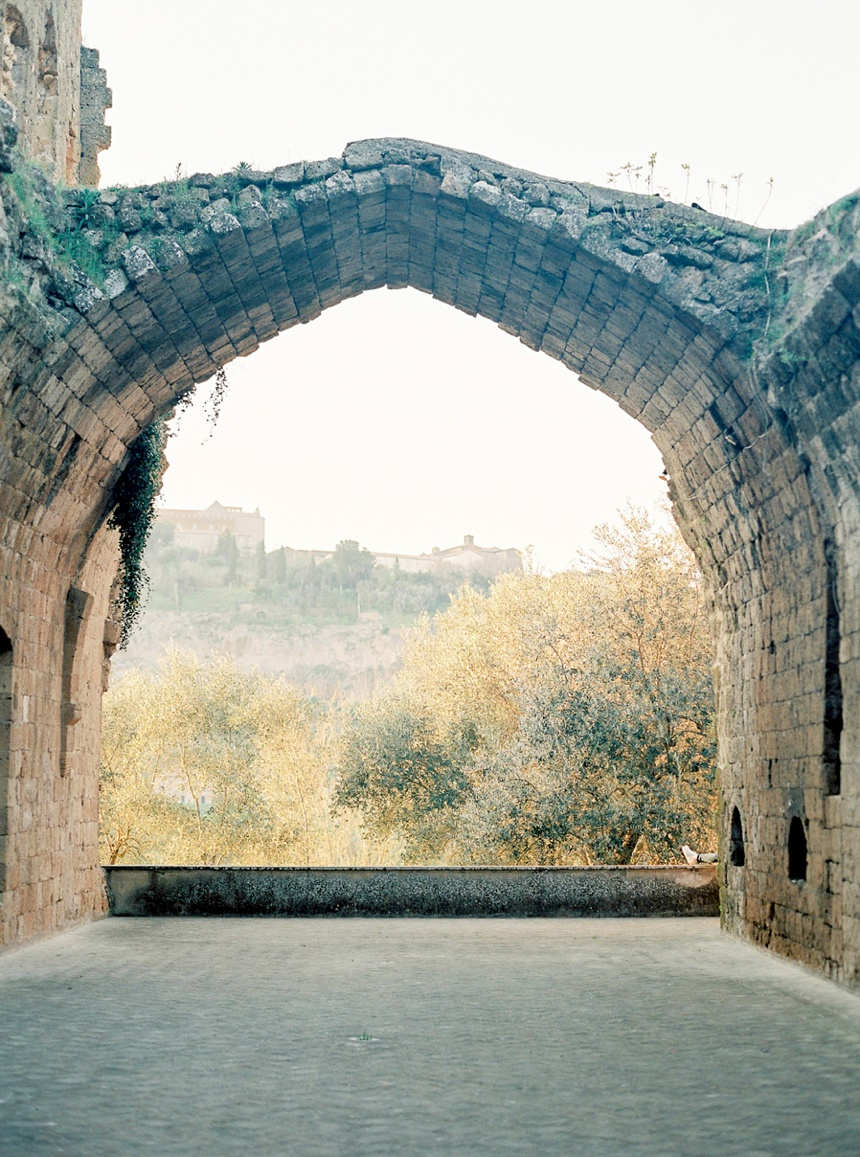 la-badia-di-orvieto-destination-wedding-photographer-italy-tuscany-wedding-umbria-pearl-and-godiva_0013