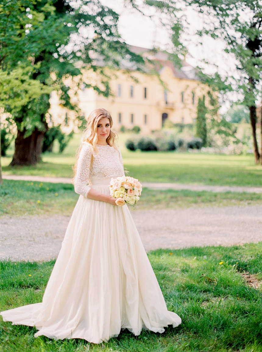 Elegant wedding at Schloss Eckartsau by Melanie Nedelko fine art film wedding photographer