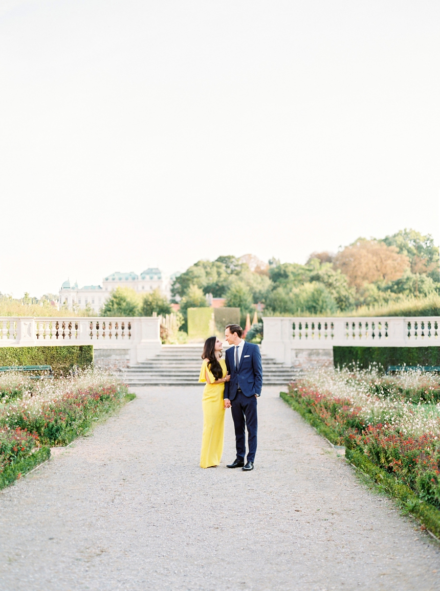 classy couple photoshoot at Belvedere Castle Vienna