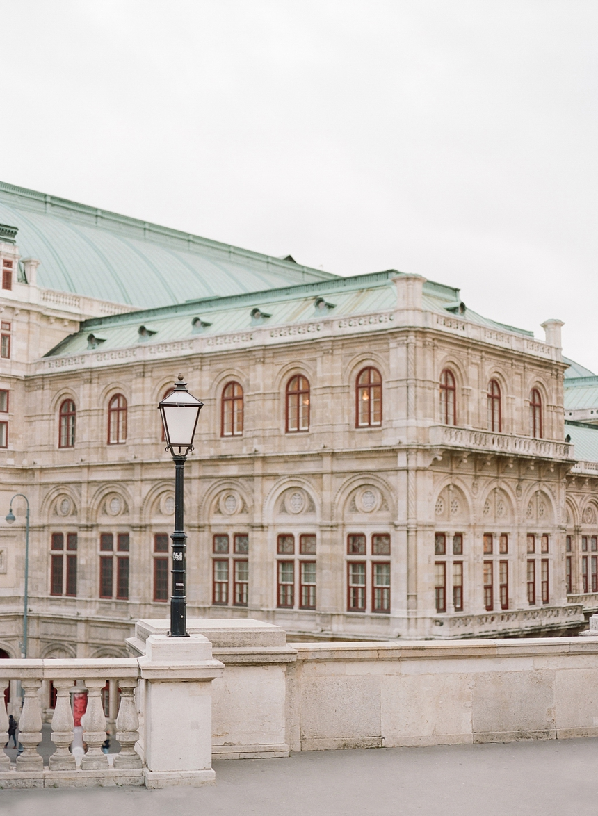 best spots for a couple photo shoot in Vienna , engagement photo session by melanie nedelko wedding photographer