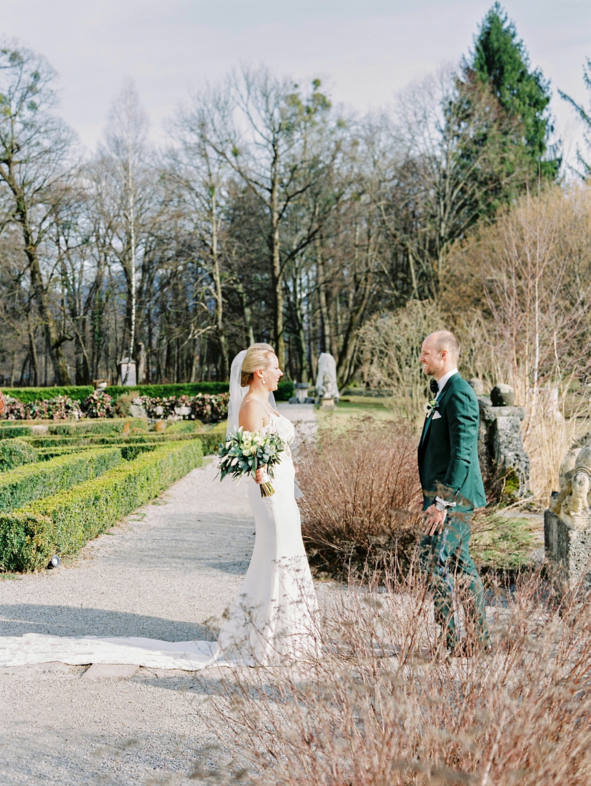 first look at castle Leopoldskron by Melanie Nedelko wedding photographer